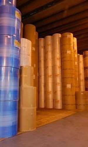 Armazenagem de bobinas de papel