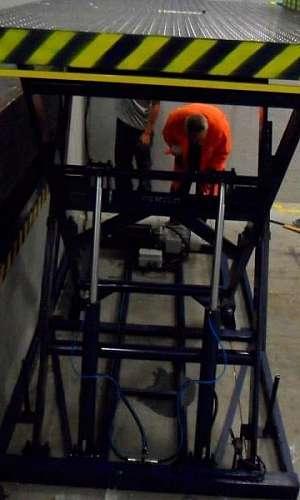 Elevador hidráulico pantográfico